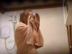 Donna che Coppia osservava Facendo la doccia By A Spy Cam