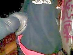de Dans la rue in niqab