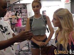 Blonde babes bei gloryhole