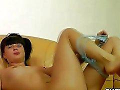 Jugendlich Schule Babe bekommt nackend und bumst ihre haarige nasse möse