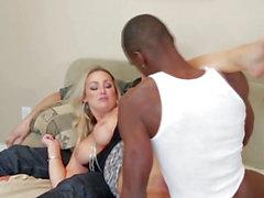 Супруга трахается большая черная петух