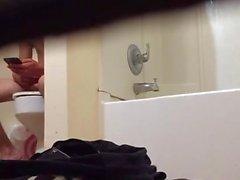 Banyo Birinci bölümde Roommate