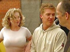 Blonde körd av tyska byggnadsarbetare