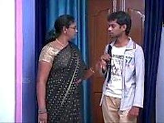Indian House Wife Tatie Romance avec jeune garçon fan