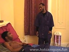 Black Guy gibt einen Blowjob
