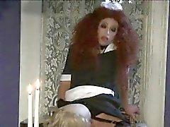 Femme de chambre rousse fou souffle un crasseux butlers vieille queue