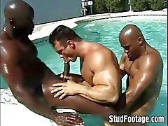 Interraciale zwembad gay anaal neuken