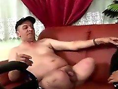 Catin Latina coude se fait payer par homme sans jambes horny