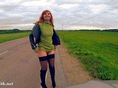 Jeny Smith desnudez público en la carretera