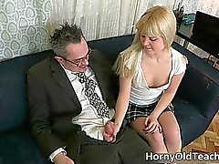 Heisse Blondine Teen Schlampe mit der sexy body part4