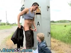 Público chuveiro boy histórias e nu garoto menino ao ar livre movi