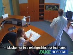 FakeHospital sexo caliente con el médico y la enfermera en la sala de espera de los pacientes