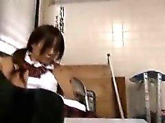 Söt Schoolgirl med fibersvansar är ett Luden slitsen sug efter