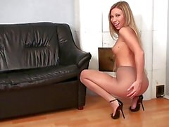 Sehr nettes blond teasing im Pantyhose