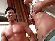 Brad Звезда , блондинка что надо порно звезда получает минетом от великолепной Latino чувак . Надо ли говорить больше .