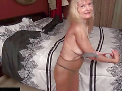 USAWives Rich golden-haired Lady does striptease