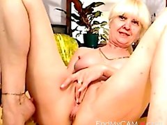 Awesome granny masturbates on the webcam