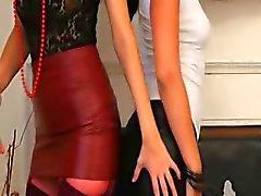 Brunette girl2girl in nylons plagen