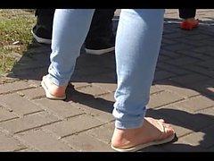 Candidi Teen Flip i piedi flop ed soles per strada