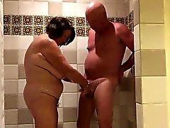 Играя в shower.720p
