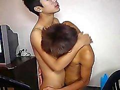 Apenas Legales de Bangkok Hombres Espalda desnuda TryOut