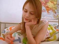 Подростка ученица делая влагалища домашнюю