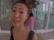 Азиатские милашка имеет хорошую задницу ей получает выебанная