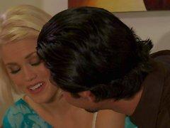 Ash Голливуд дает минет после того расслабляющего массажа