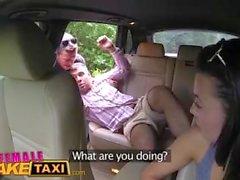 Женский поддельный таксист Эксперт киска лижет делает сексуальный чешский водитель спермы