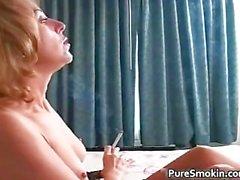 Rauchen beim Sex Blondine