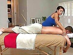 Primeiros bunda cheia de massagem
