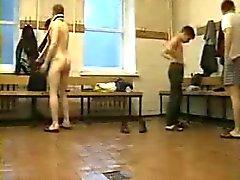 Nackt jungs umkleide Jungs