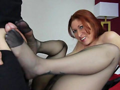 Hot mamma footjob con sborrata