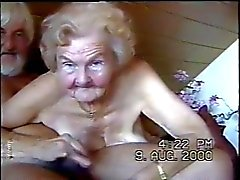 abuelas sin dientes chupando culo
