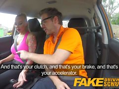 Fake Driving School Big Tits gata fode seu instrutor