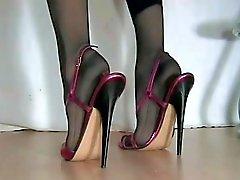 caresses feminines salope en escarpins
