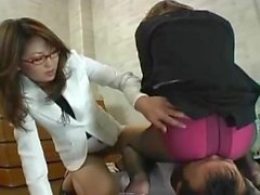 Asian Facesitting Domina