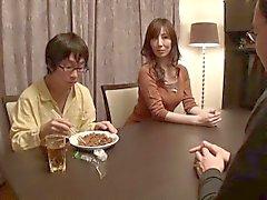 Japanische Porno-MammeAsiatische unzensierte Porno-Video