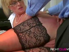 Big Boobs Blond MILF follada por Stranger