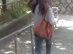 Japanese chicks public pee