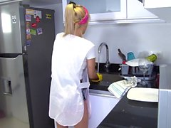 OPERACION LIMPIEZA - Blonde Latina maid gets drilled at work