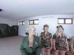 """Soldatinnen nackt bundeswehr Mit """"Spionagewecker"""""""