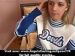 18 Jahre alte blonde Cheerleaderin