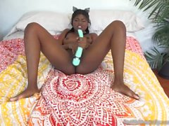Yara Skye Loves To Play With Her Pretty Pussy