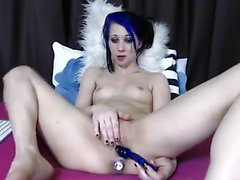 Sexy girl toying and enjoying her vagina on cam
