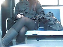Teen voyeur upskirt in de bus