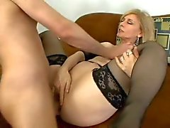 Anale MILF Nina Hartley Zwaluwen