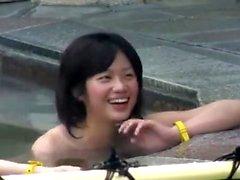 Questa diavolo di ragazzina giapponese fa le cose più porche nelle sue.
